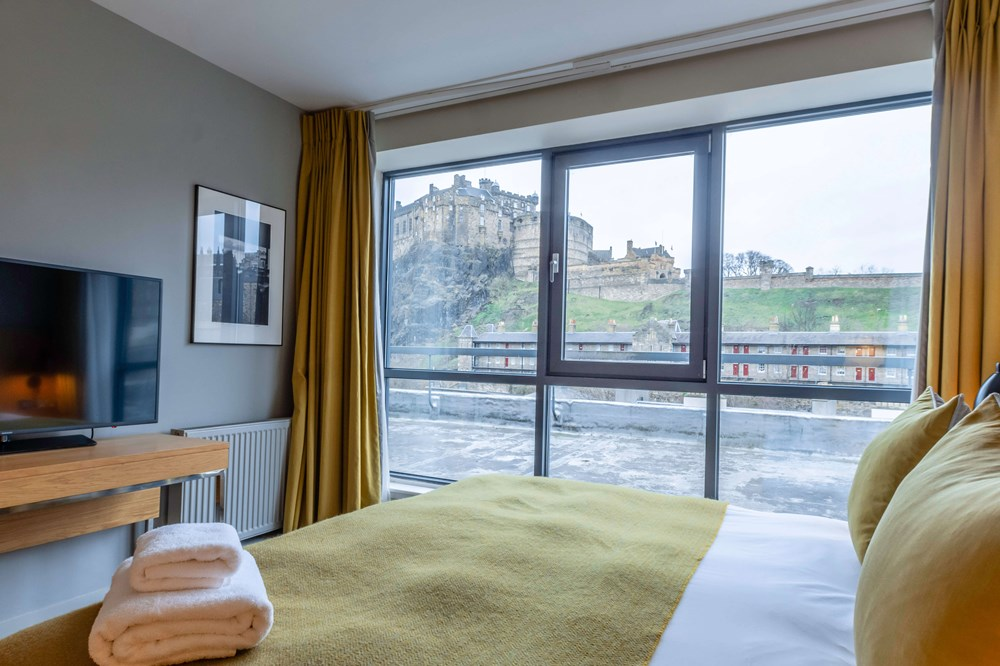 Castle View Superior Room with queen-size bed at Apex Grassmarket Hotel