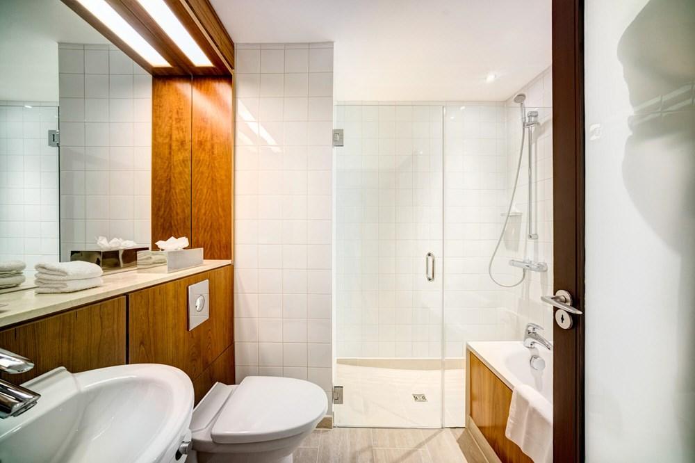 Master Suite bathroom with walk-in shower at Apex City of Edinburgh Hotel
