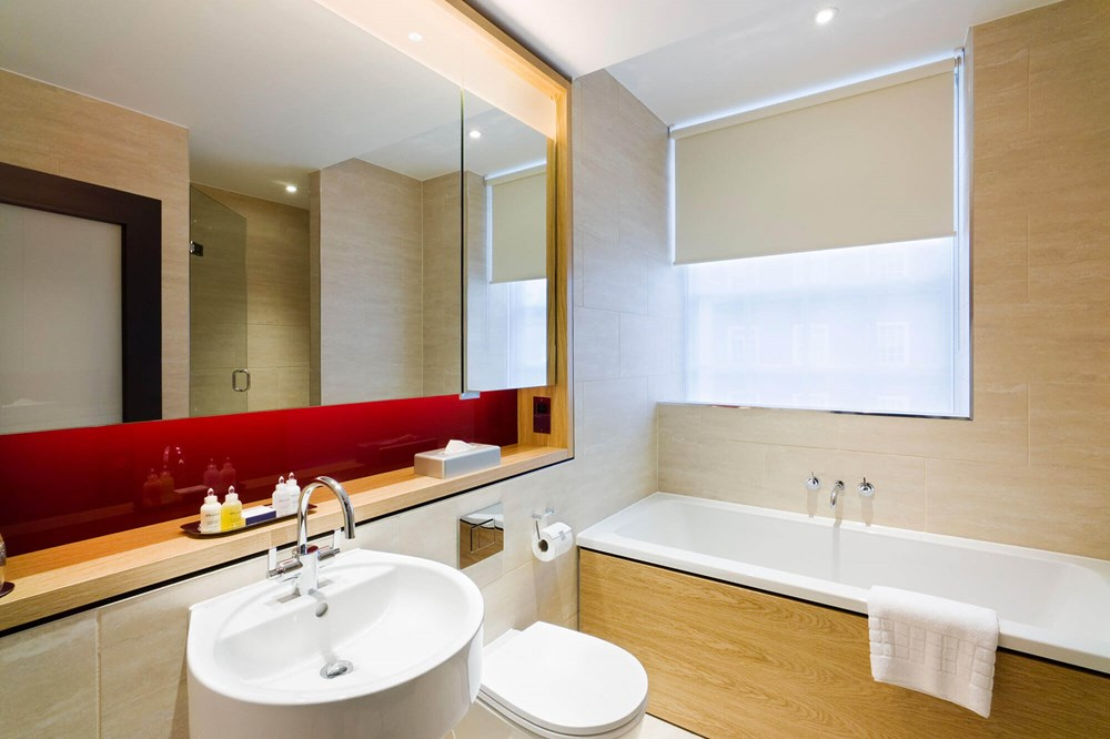 City Room bathroom with bath at Apex Temple Court Hotel