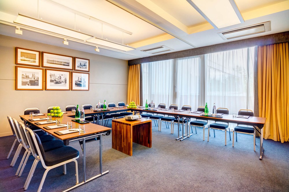Melbourne room set up boardroom style for meeting