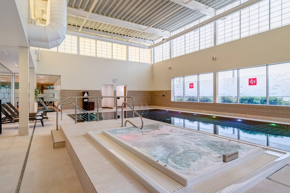 Swimming pool and hydrotherapy spa pool at Yu Spa