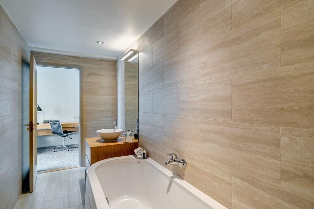 Junior Suite bath tub in bathroom