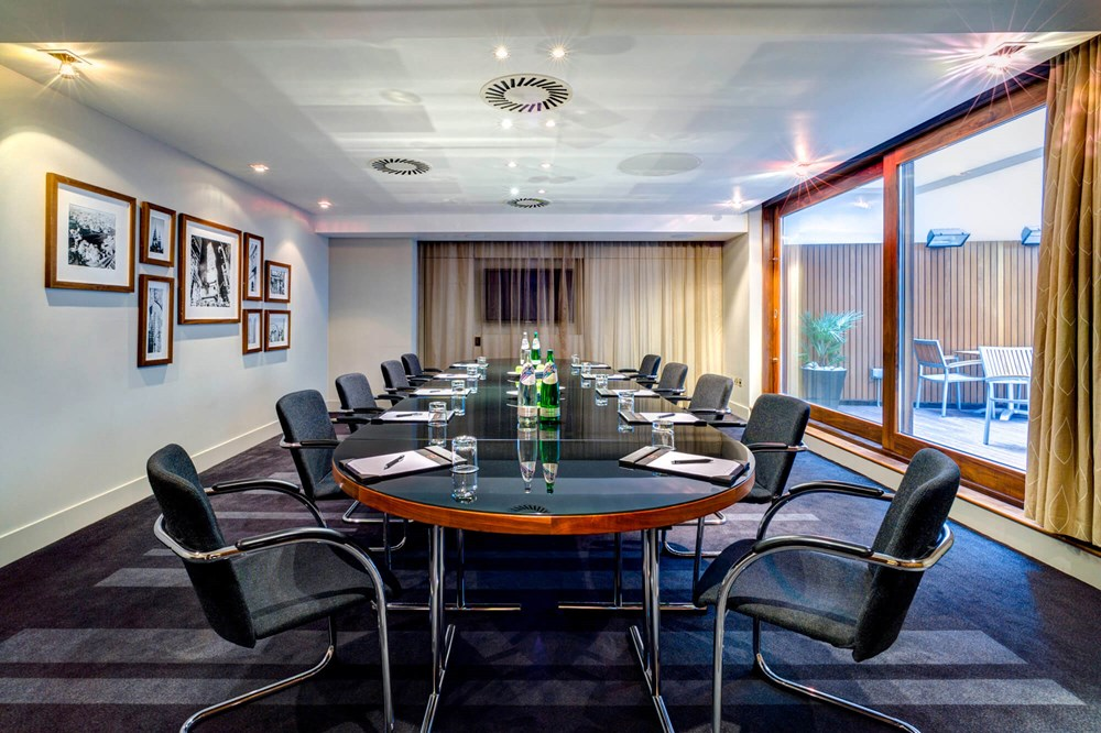 New York meeting room at Apex City of London Hotel set for boardroom meeting