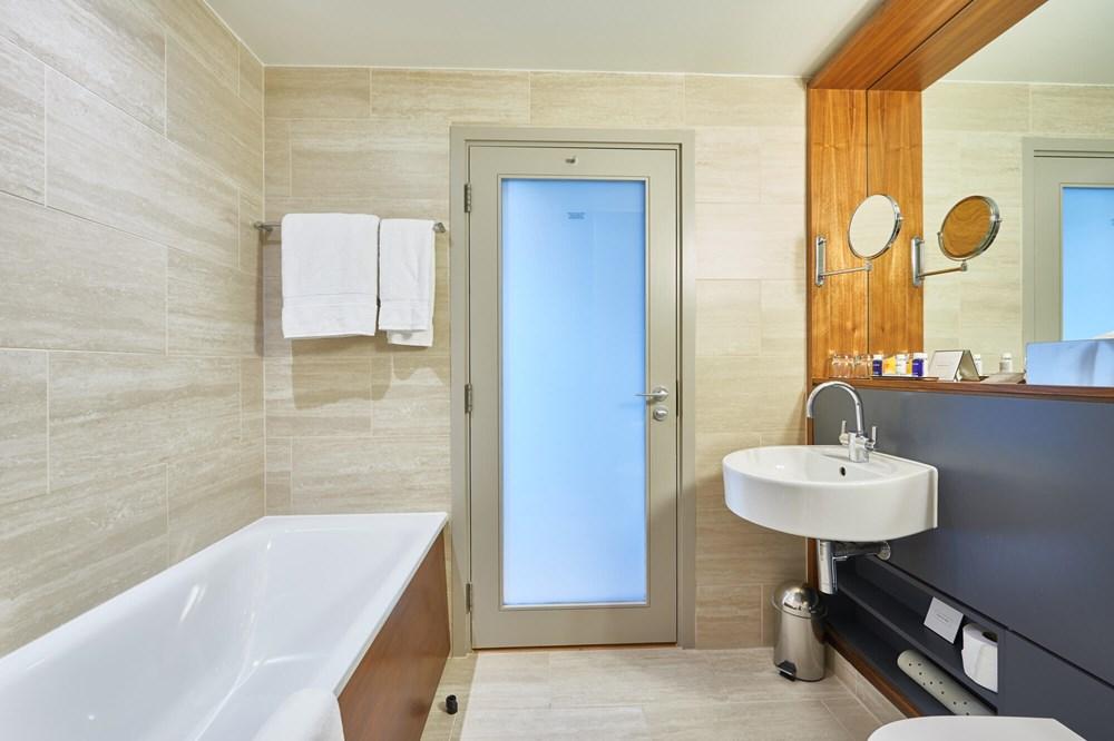 City Room bathroom with bath at Apex City of London Hotel